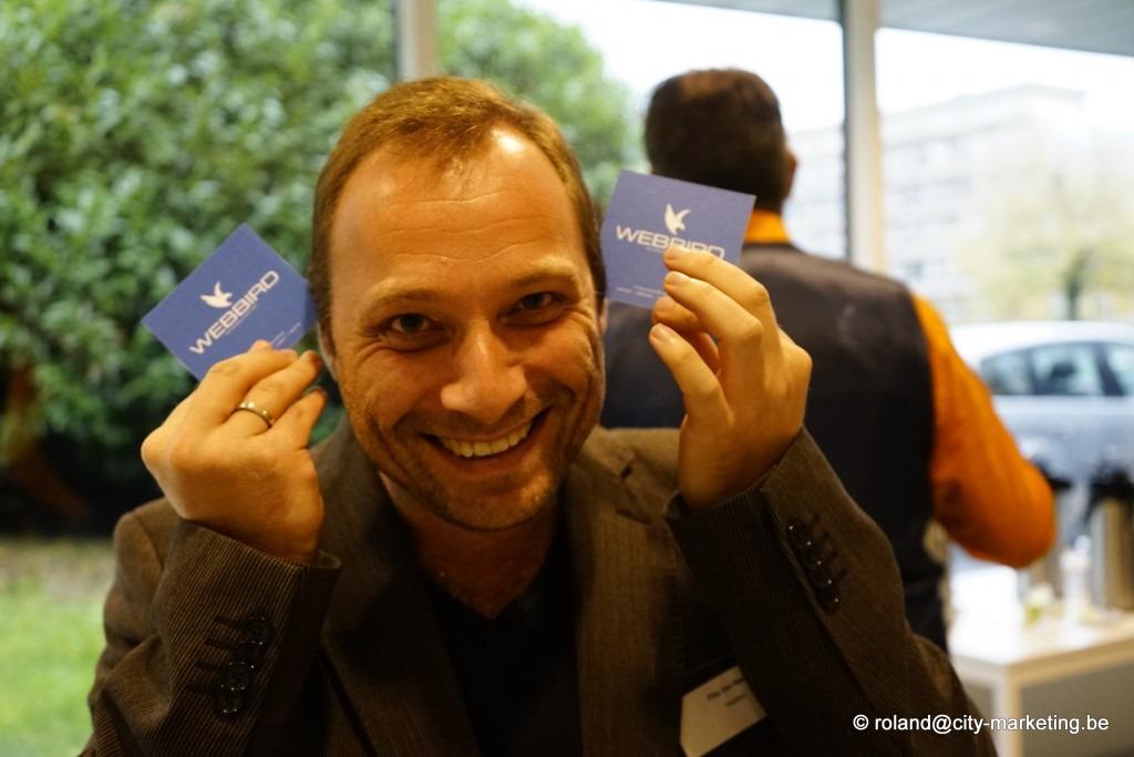 netwerken en naamkaartjes overhandigen